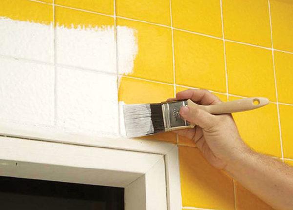 Покраска кафельной плитки в ванной