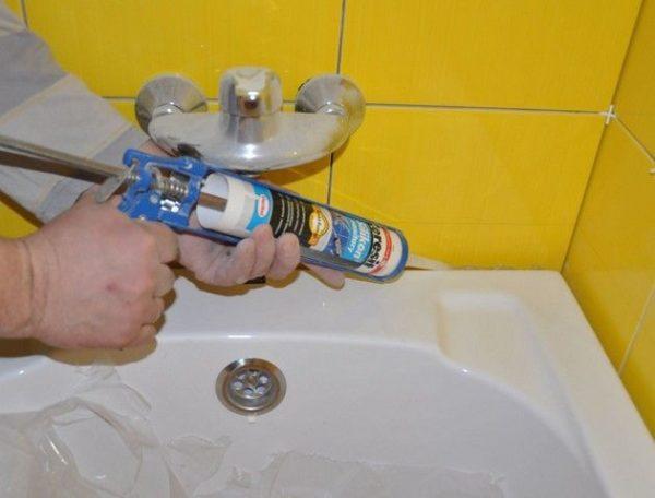 технология заделки стыка между ванной и плиткой
