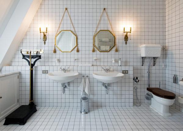 Интерьер ванной комнаты в белом цвете