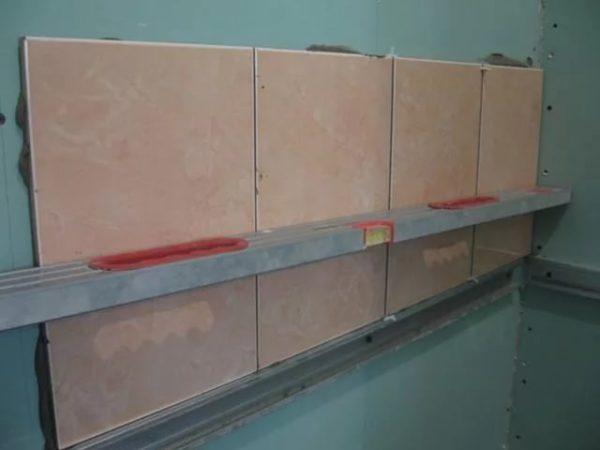 Укладка плитки горизонтальным способом