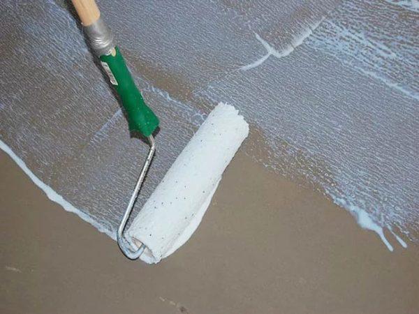 Грунтовка бетонного пола перед облицовкой