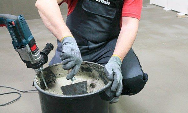 Приготовление клея для плитки