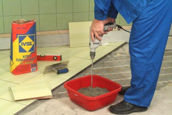 Замешивание плиточного клея