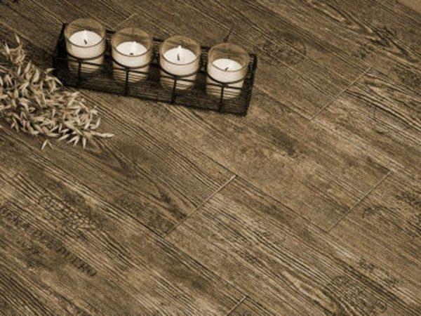 Керамическая плитка с ярко выраженной имитацией состаренного дерева