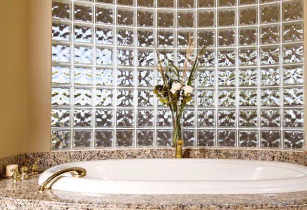 Стеклянная плитка в ванной