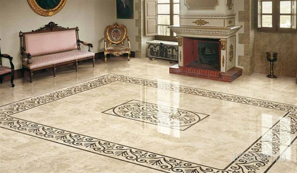 Глянцевая керамическая плитка на полу в гостинной
