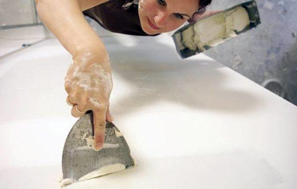 Нанесение шпаклевки на стену перед облицовкой