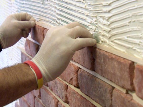 Монтаж стандартной керамической плитки под кирпич