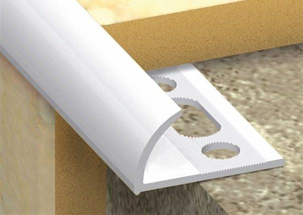 Белый пластиковый уголок для плитки пользуется большой популярностью