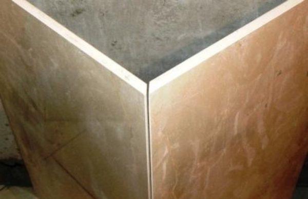 Две плитки, края которых подрезаны под углом 45 градусов