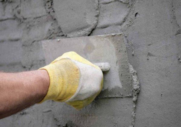 Гидроизоляция стены штукатурной смесью
