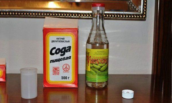 Уксусная кислота и сода от плесени в ванной