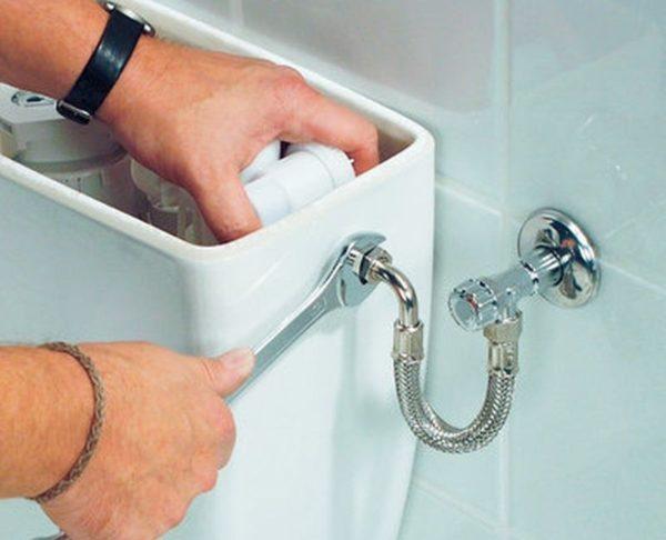 Подключение сливного бочка к водопроводу