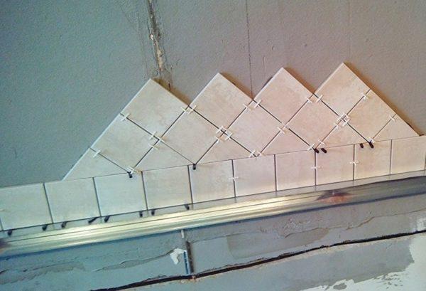 Пример диагональной укладки плитки