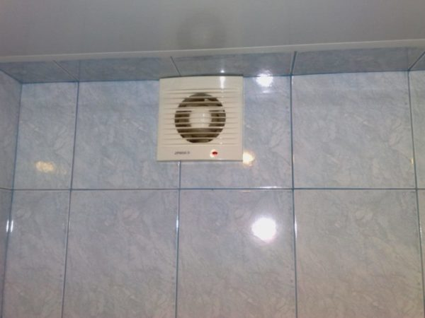 Хорошая вентиляция в ванной комнате - защита от плесени