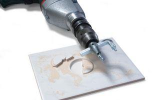Способы и инструменты для вырезания отверстия в плитке под розетку или трубу
