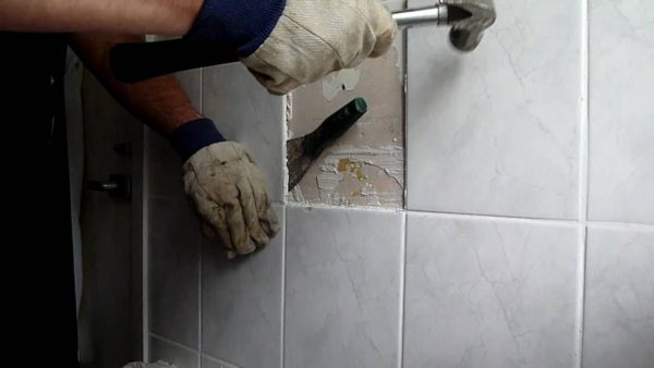Resealing bathroom tiles