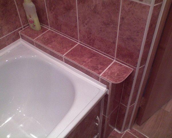 оформление швов плинтусом между ванной и плиткой
