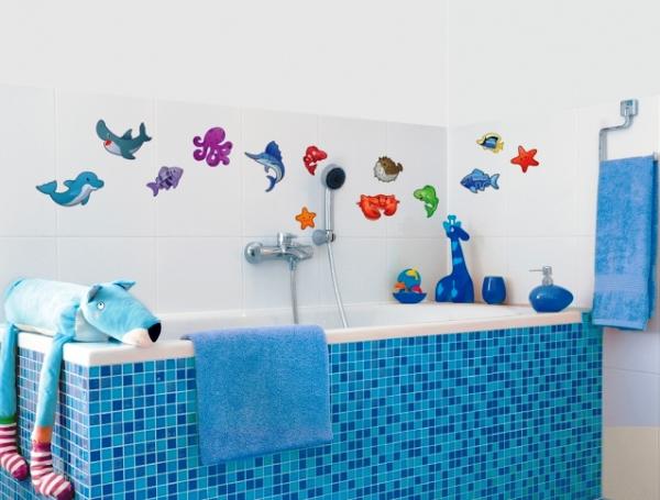 Наклейки с детским рисунком в ванной комнате