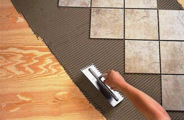 Укладка кафельной плитки на деревянный пол