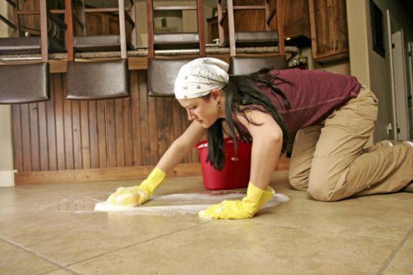 Мытье загрязненных межплиточных швов