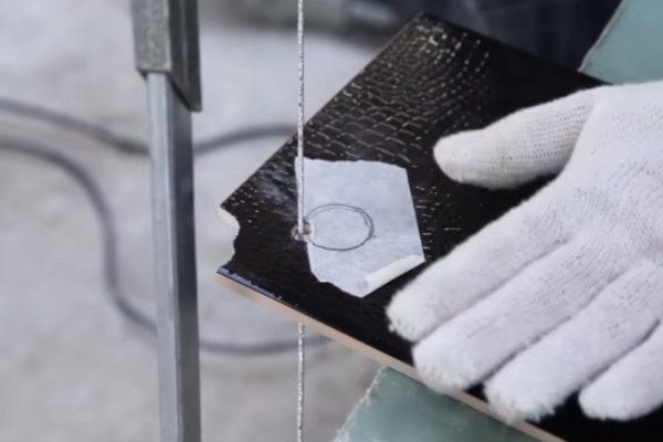 Резка плитки вольфрамовой струной