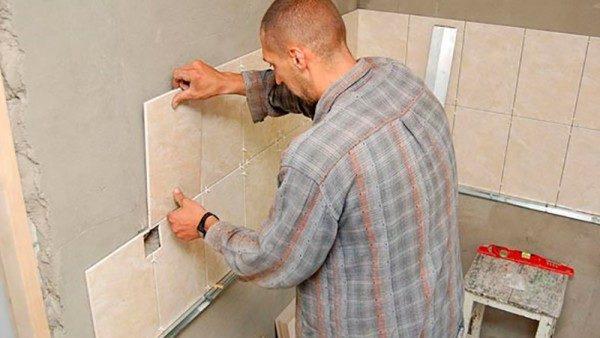 Применение металлического профиля при укладке плитки на стену