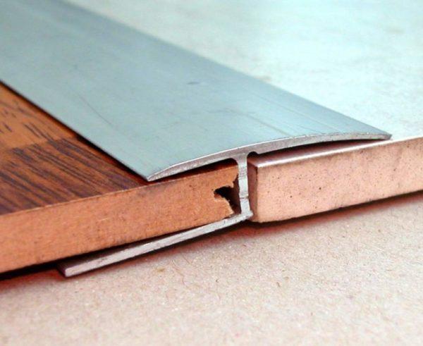 Стыковка плитки и ламината