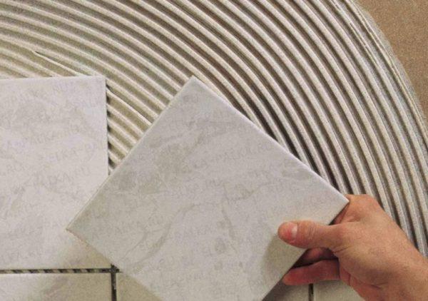 Укладка плитки с использованием эпоксидного клея