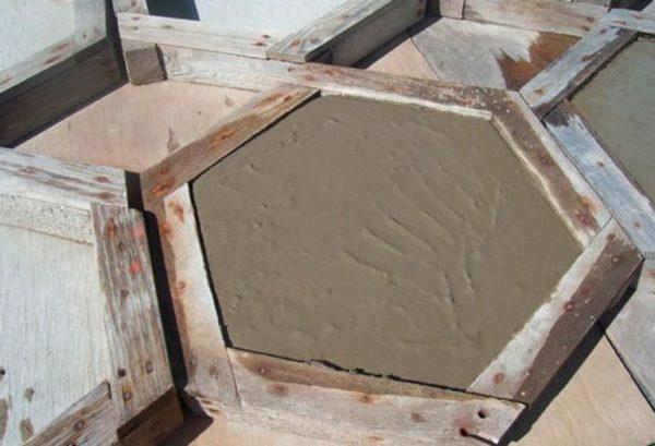 Деревянная форма для изготовления тротуарной плитки