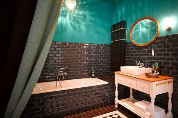 Коричневая плитка-кабанчик в интерьере ванной комнаты