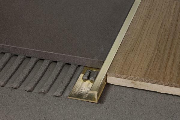Металлический профиль для плитки и ламината