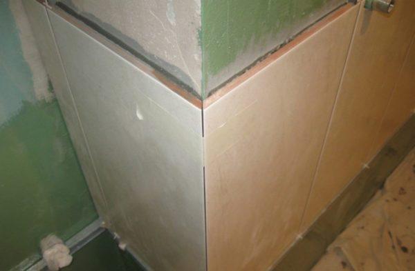 Формирование наружного угла плиткой