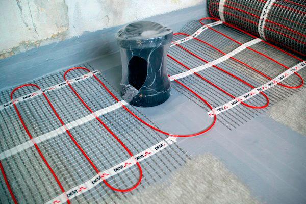 Установка нагревательных матов под плитку