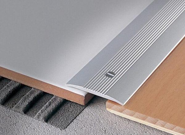 Н-образный порожек для стыка ламината и плитки