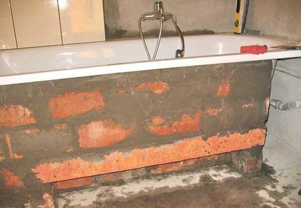 Кирпичный экран под ванну