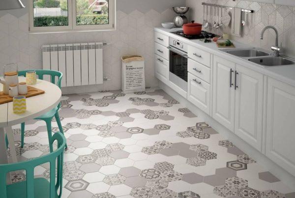 Шестигранная плитка в интерьере кухни