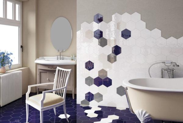 Шестигранная керамическая плитка в интерьере ванной комнаты