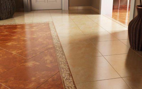 Глазурованная напольная плитка в коридоре