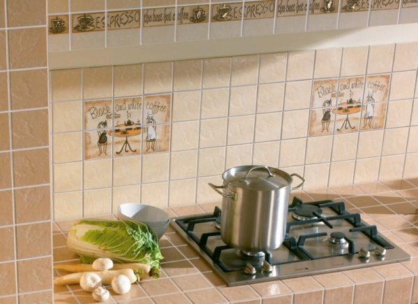 Декоративная керамическая плитка на кухне