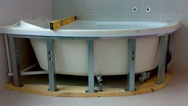 Установка экрана для ванны